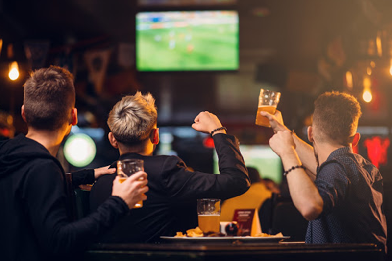 Entertainment | Catch the Game | Sports Bar | Junction Bar & Grill | JB's on 41 | Milwaukee, WI