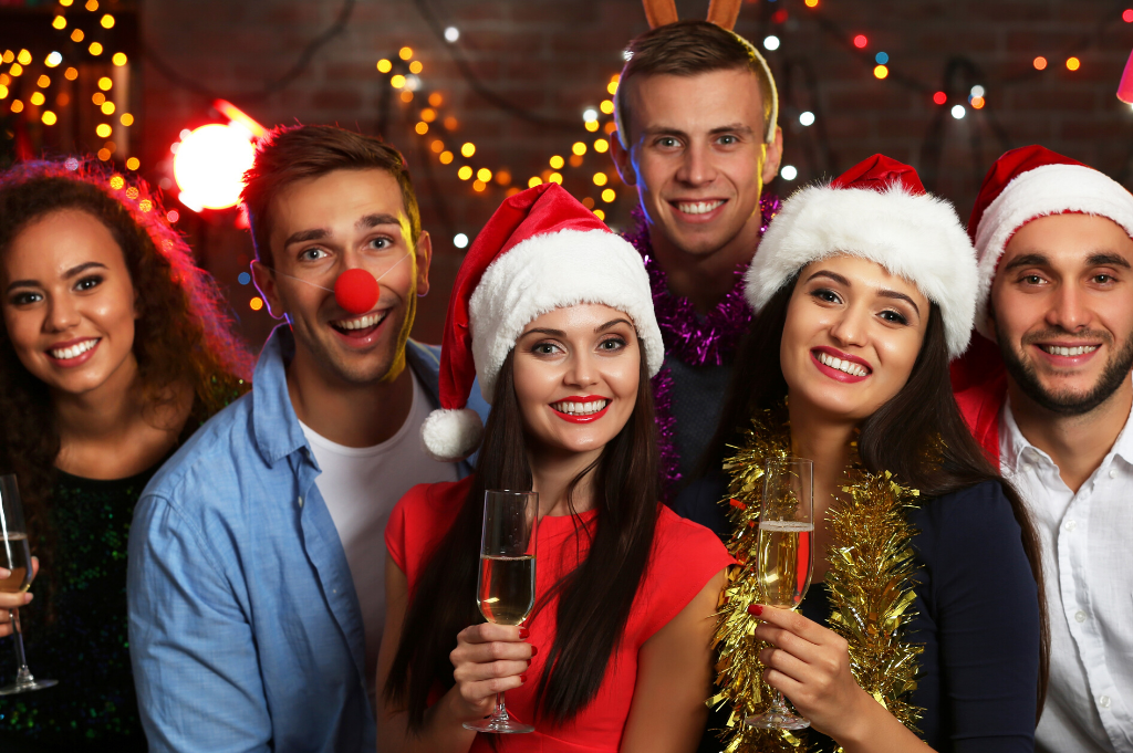holiday parties at jb's on 41 | group of friend at holiday party | affordable holiday parties | jb's on 41 | milwaukee, wi